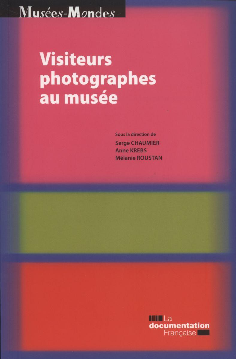VISITEURS PHOTOGRAPHES AU MUSEE