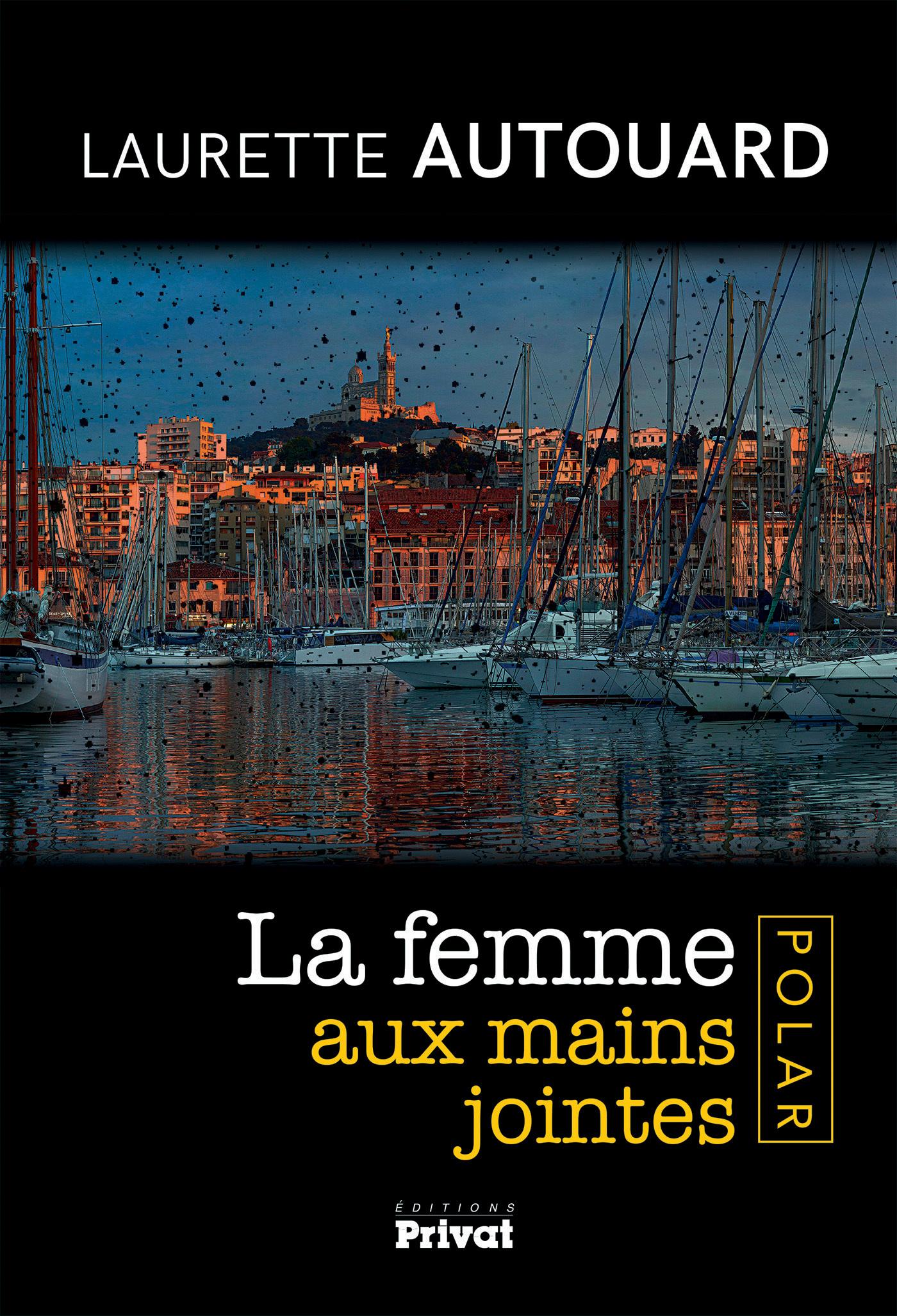 LA FEMME AUX MAINS JOINTES